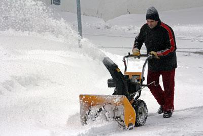 Schnee räumen mit Maschine